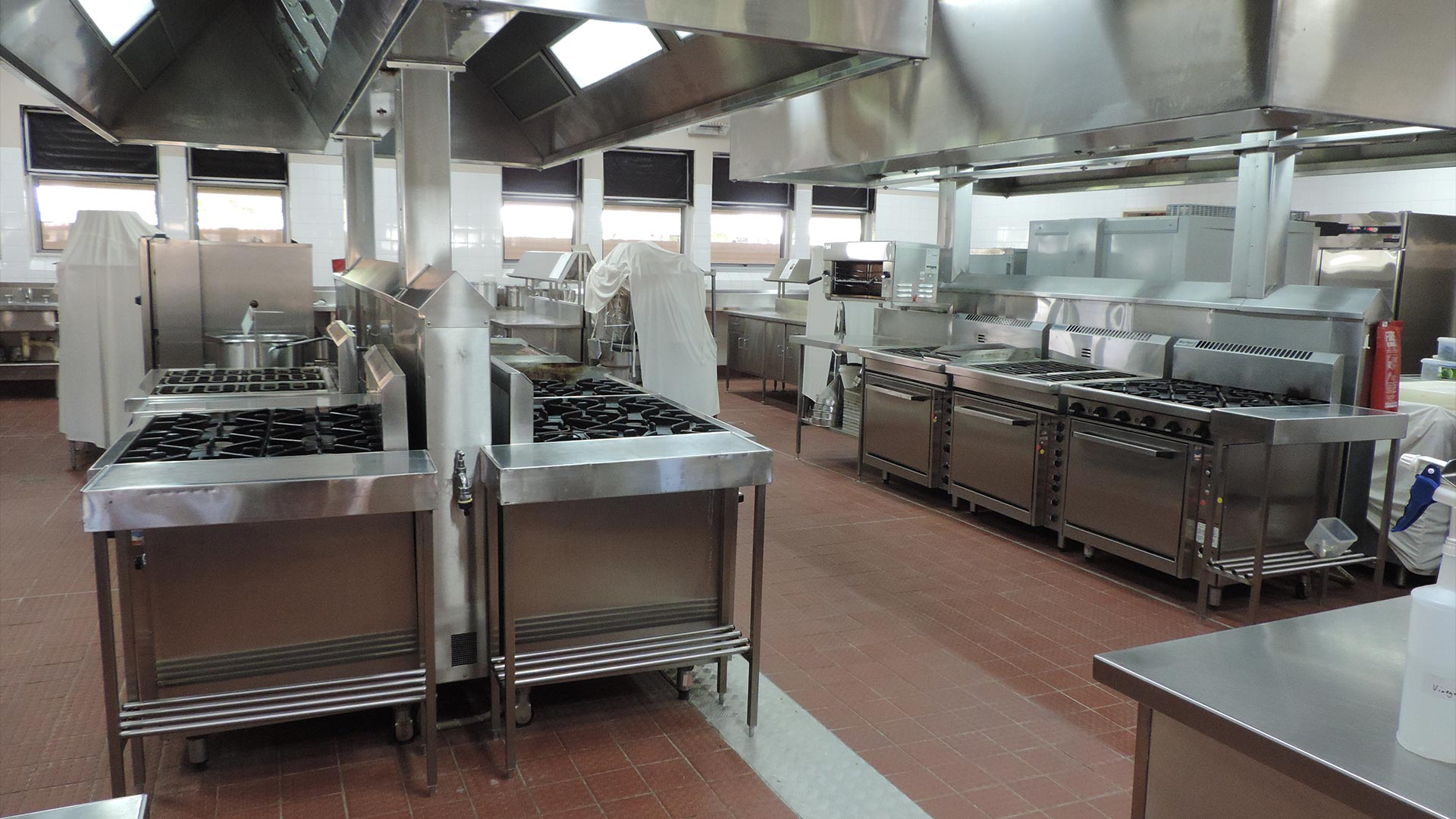 roma-facilities-hospitality-hubs-commericial-kitchens-01.jpg