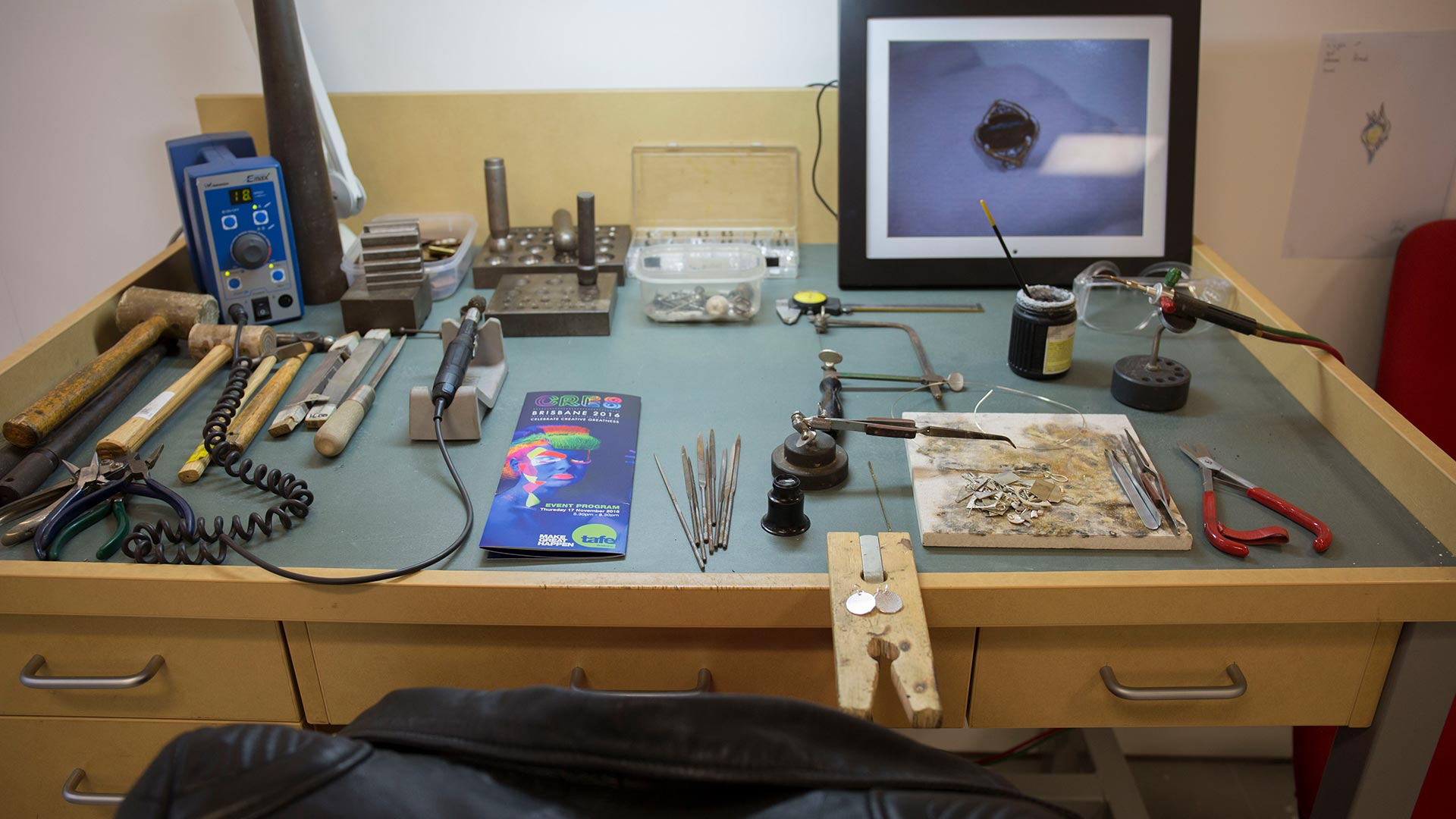 south-bank-facilities-jewellery-workshop-08.jpg