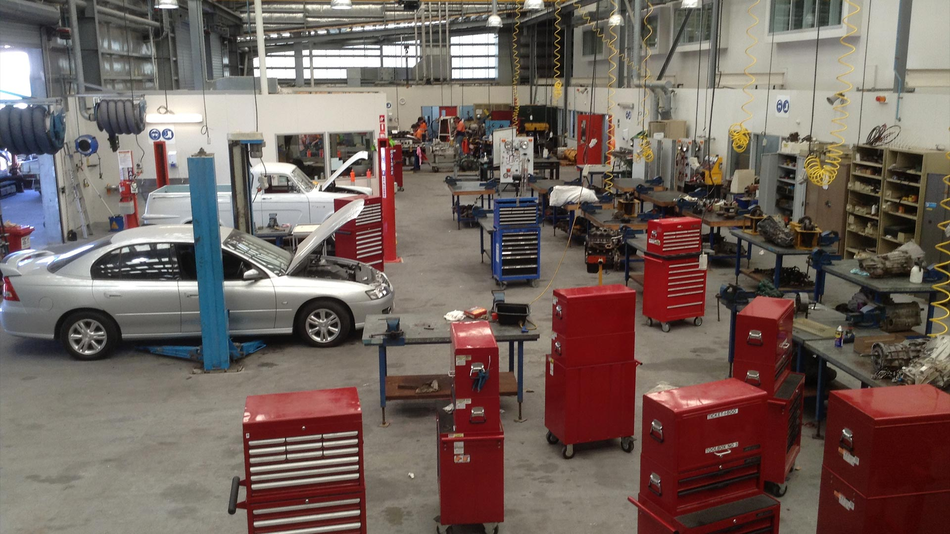 townsville-facilities-trade-facilities-automotive-workshops-01.jpg