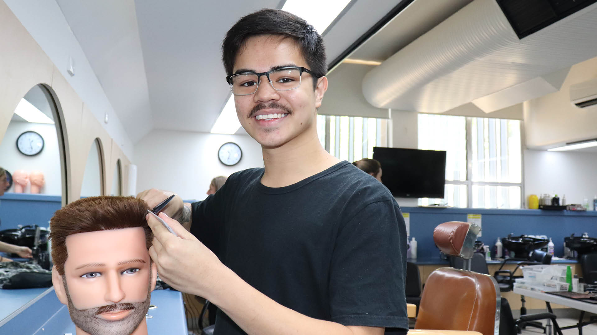 blog-free-apprenticeship-for-young-barber-feature.jpg